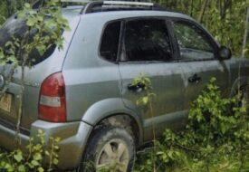 Pojkarna hittar en övergiven bilen – när dom ser sätet förstår de att något är fel!