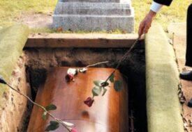 Mannen ville bli begravd med alla sina pengar. Det hans fru gör då är klockrent!