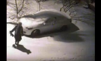 Hans bil blir bucklig. Men tack vare övervakningskameran kommer han på det HÄR!