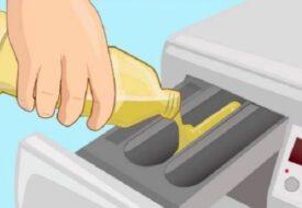 Kvinnan tömmer ättika i tvättmaskinen. När du ser varför, vill du prova direkt!