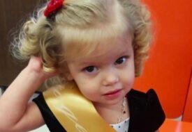 Flickan dog efter att ha stoppat DETTA i munnen – nu vill man varna alla!