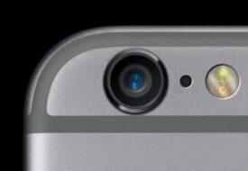 Någonsin undrat varför det finns ett hål bredvid din iPhonekamera? Det HÄR är anledningen! WOW!
