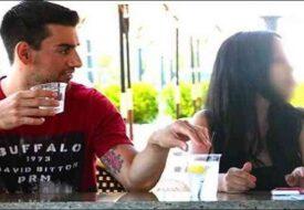 Kameran filmar när han lägger knark i flickans drink, men det som händer efteråt är chockerande!