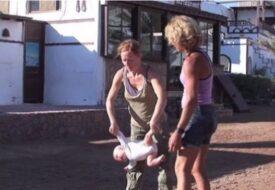 Mamman tycker att detta är ett bra sätt att träna hennes barn. Vad tycker du?