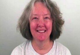 """Kvinnan på 60-år var trött på sitt """"slitna"""" yttre – Nu ser hon 30 år yngre ut efter frisörens förvandling!"""