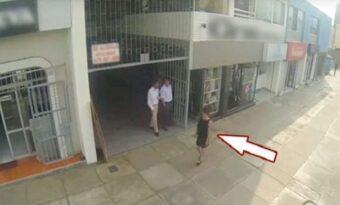 Varje dag trakasserar de kvinnor på gatan. Men se när hans mamma går förbi!