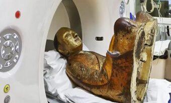 De röntgade den 1000-åriga statyn och upptäckte det osannolika inuti!