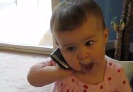 Pappan ringer hem till sin unga dotter. Vad hon SVARAR har berört MILJONTALS!