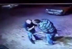 De två stora killarna tänkte råna en stackars ensam pensionär. Men då händer det HÄR!